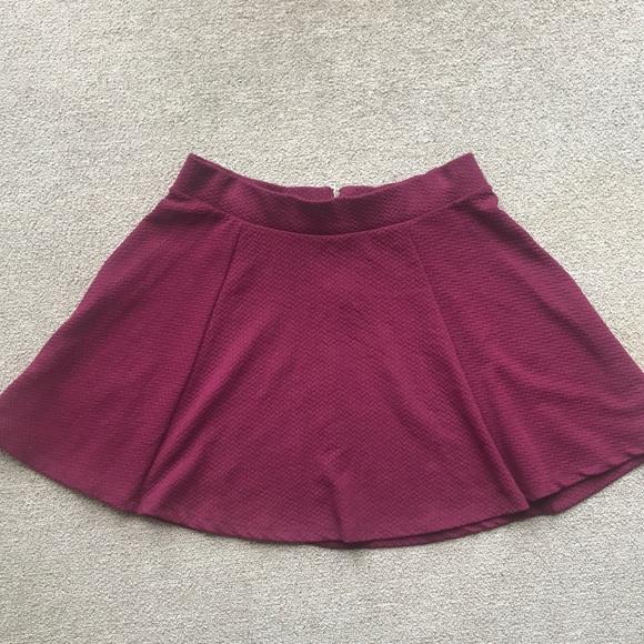 H&M Dresses & Skirts - H&M H & M DIVIDED MAROON SKATER SKIRT SIZE MEDIUM